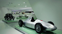 The exhibition: the Prologue with Type 360 Cisitalia, 1947 (in front) and VW Beetle, 1950 (behind)