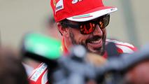 Alonso visits Ferrari sports car team in Bahrain