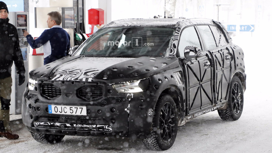 Volvo XC40 spied at the gas station getting a drink