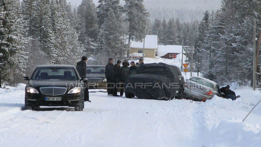 2010 Mercedes ML Prototype Unsuccessfully Attempts to Rescue S-Class Coupe from Snow Bank