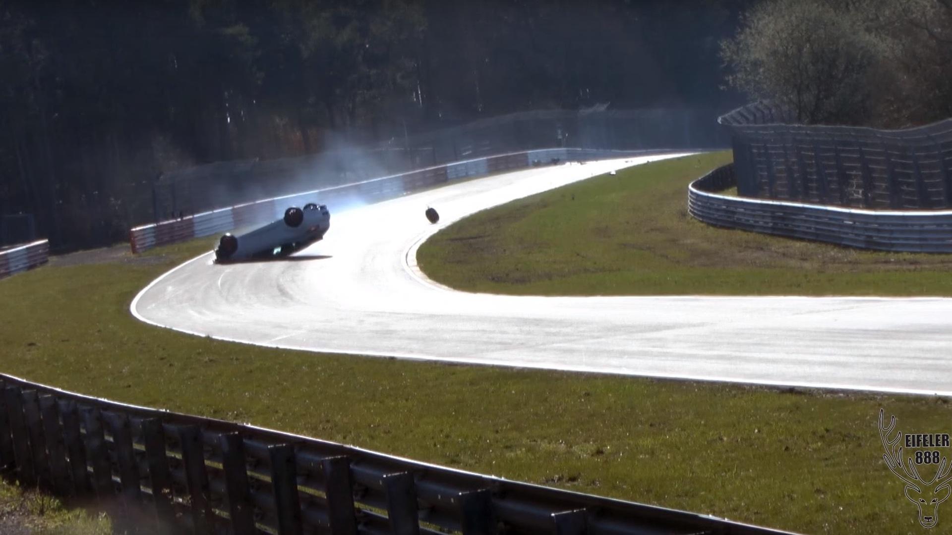 Renault Megane RS flips at Nürburgring after heavy impact