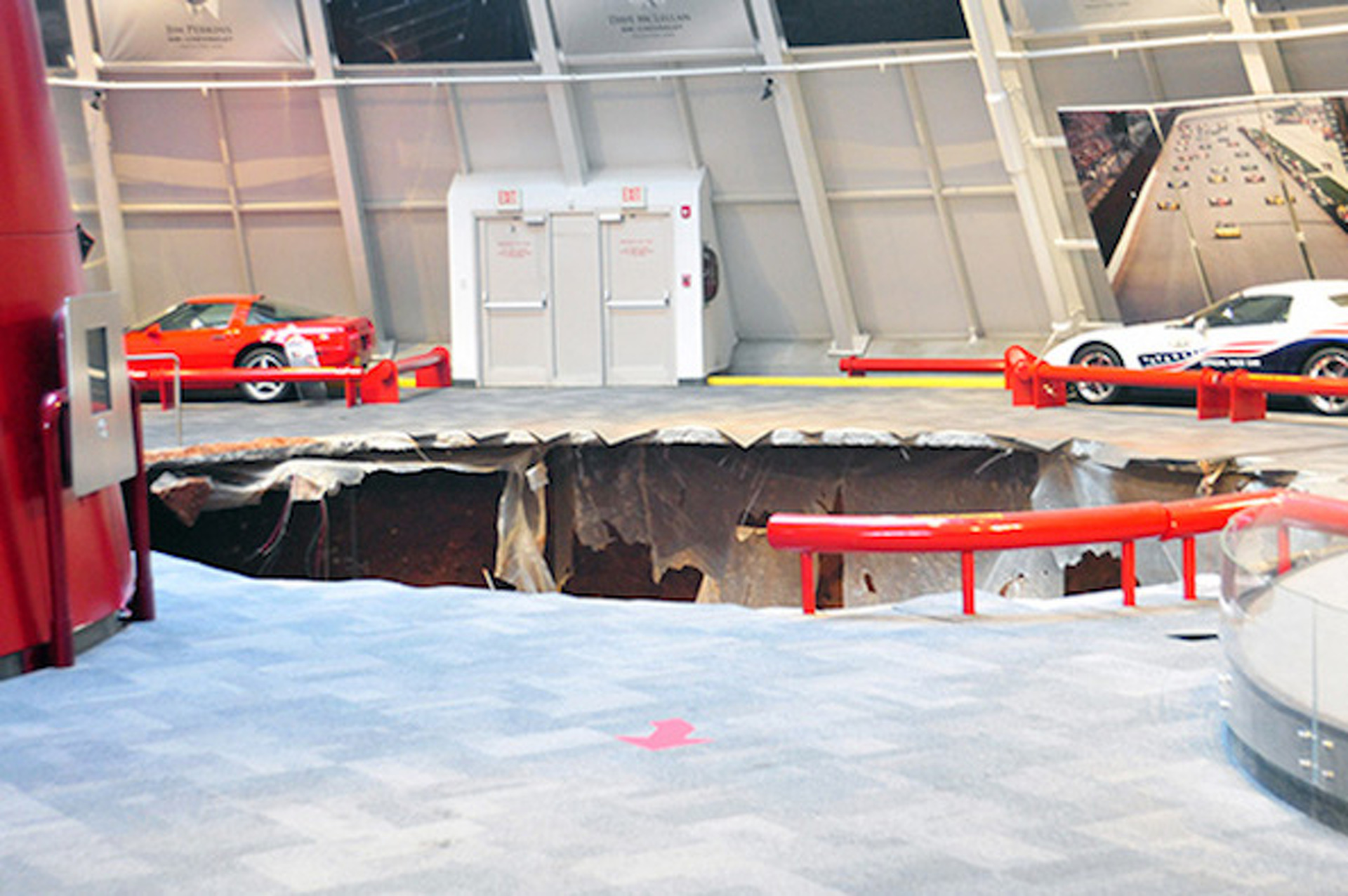 National Corvette Museum Swallowed Up by Sinkhole, 8 Cars Damaged