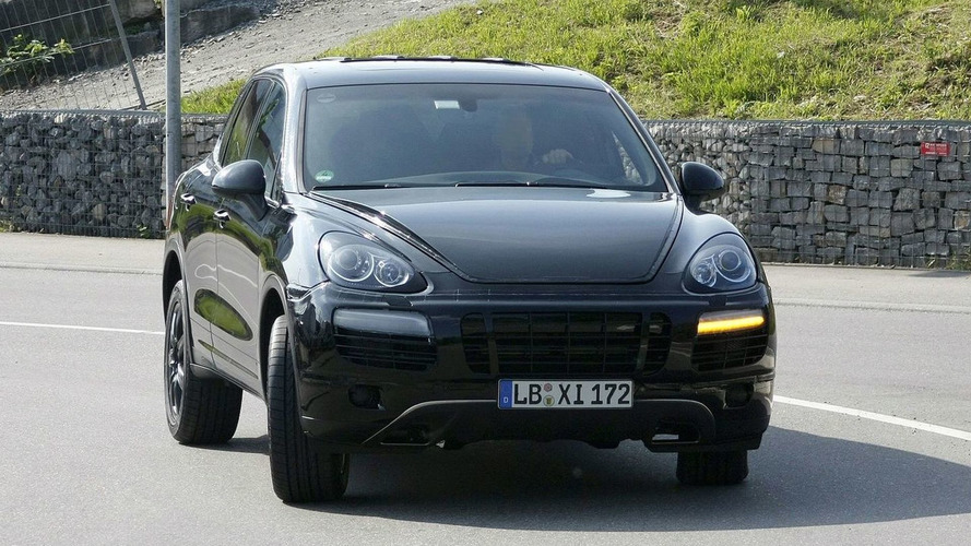 Next Generation Porsche Cayenne Spied on Video