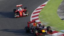 Daniel Ricciardo, Red Bull Racing RB12 leads Sebastian Vettel, Ferrari SF16-H