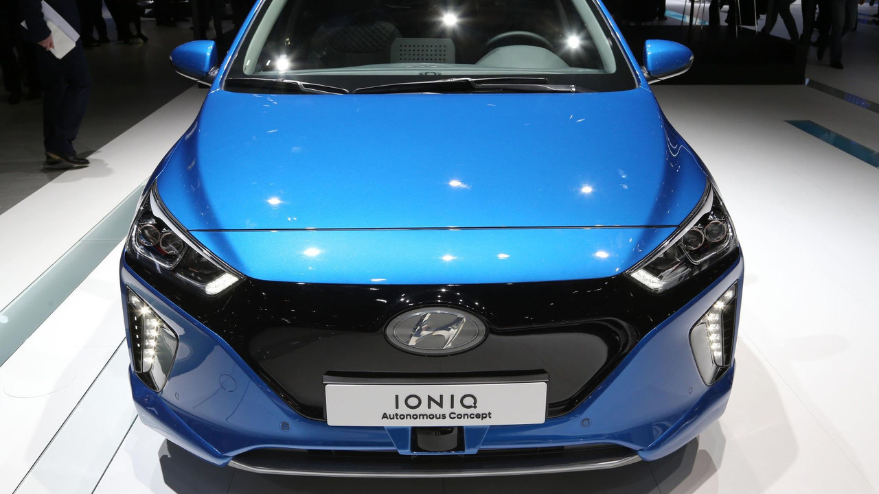 Hyundai Ioniq autonomous concept and virtual reality simulator