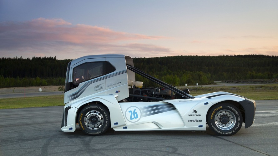 2,400 hp Volvo truck sets two world speed records