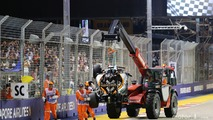 Marshals remove the Sahara Force India F1 VJM09 of Nico Hulkenberg