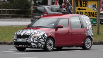Facelifted Skoda Roomster spied testing