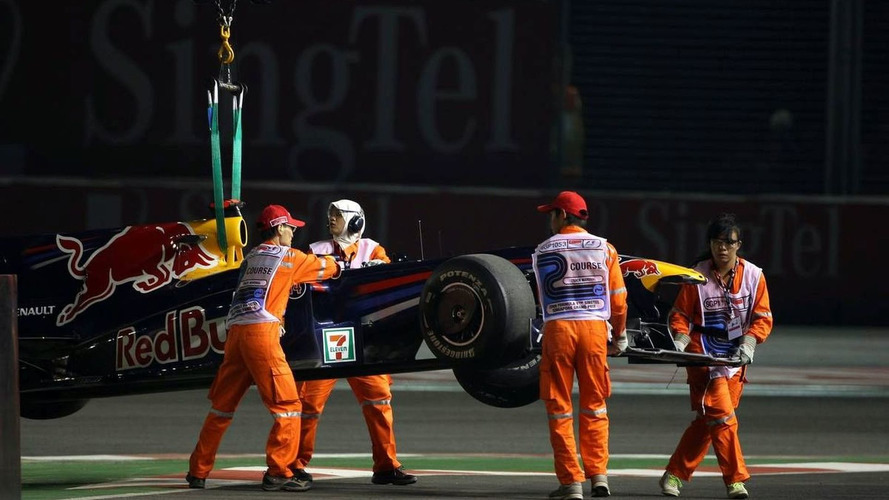 Webber crashes in second Singapore practice