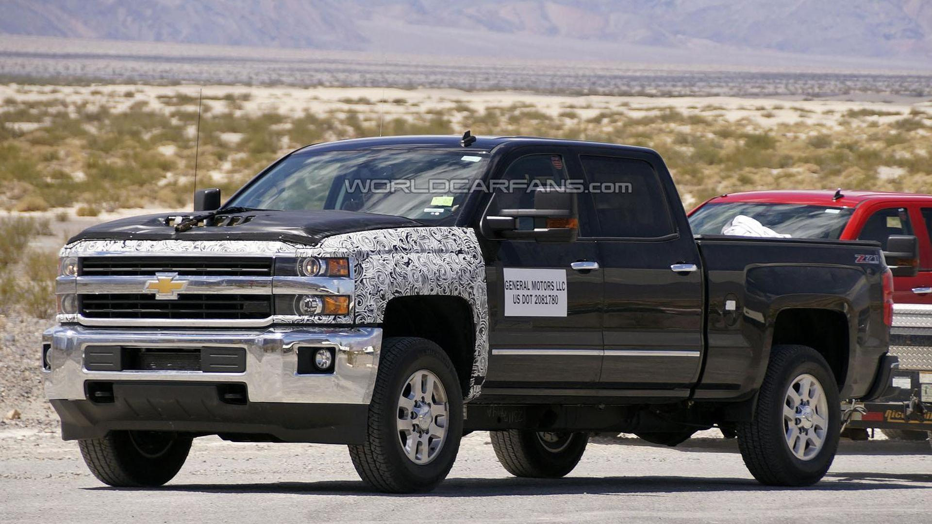 2016 Chevrolet Silverado HD spied, could be testing a new diesel engine