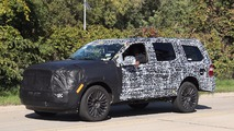 Next-gen Lincoln Navigator spied under heavy camouflage