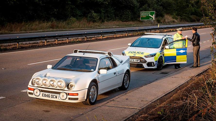 VIDÉO - Quand la Focus RS de la police anglaise défie la Ford RS200