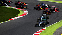 Nico Rosberg, Mercedes AMG F1 W07 Hybrid leads