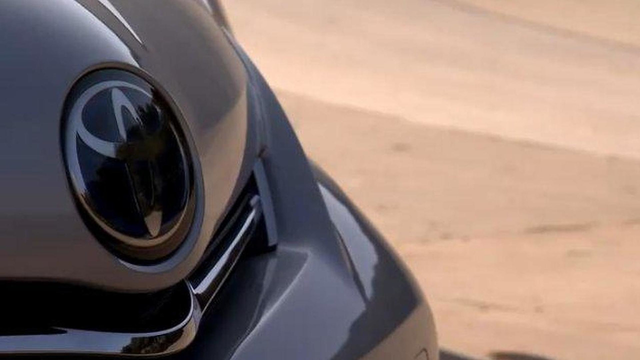 Toyota Prius MPV teaser video screenshot, 600, 24.12.2010
