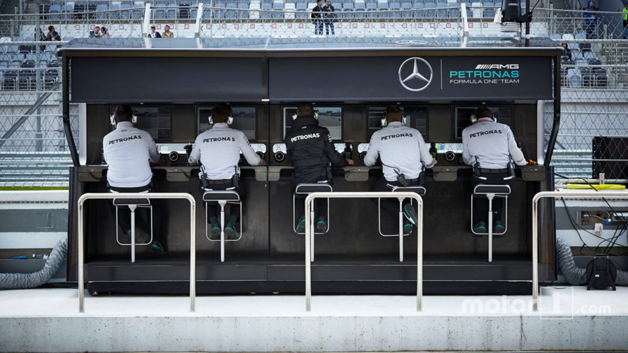 Analysis: How Mercedes has one-upped rivals in pitlane data-sharing