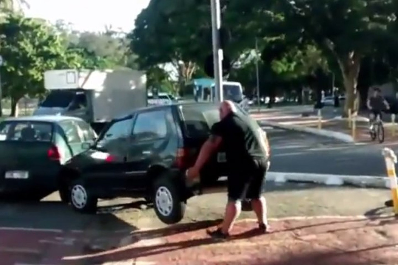 Watch What Happens When a Car Blocks a Bicycle Path