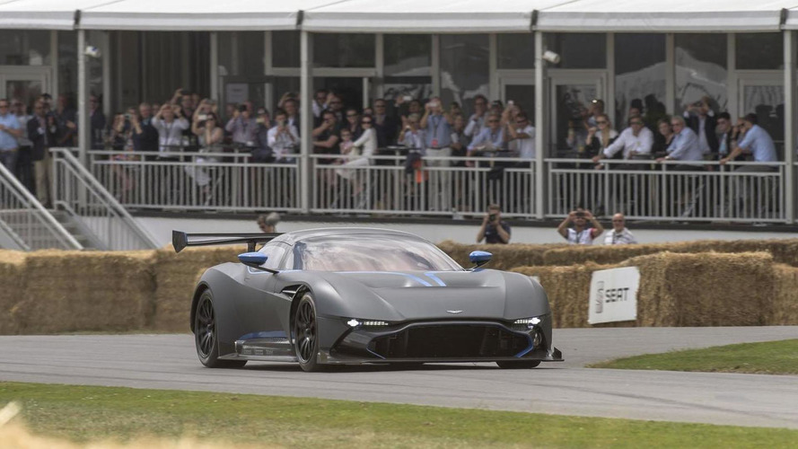Aston Martin Vulcan makes a dynamic debut at Goodwood [video]