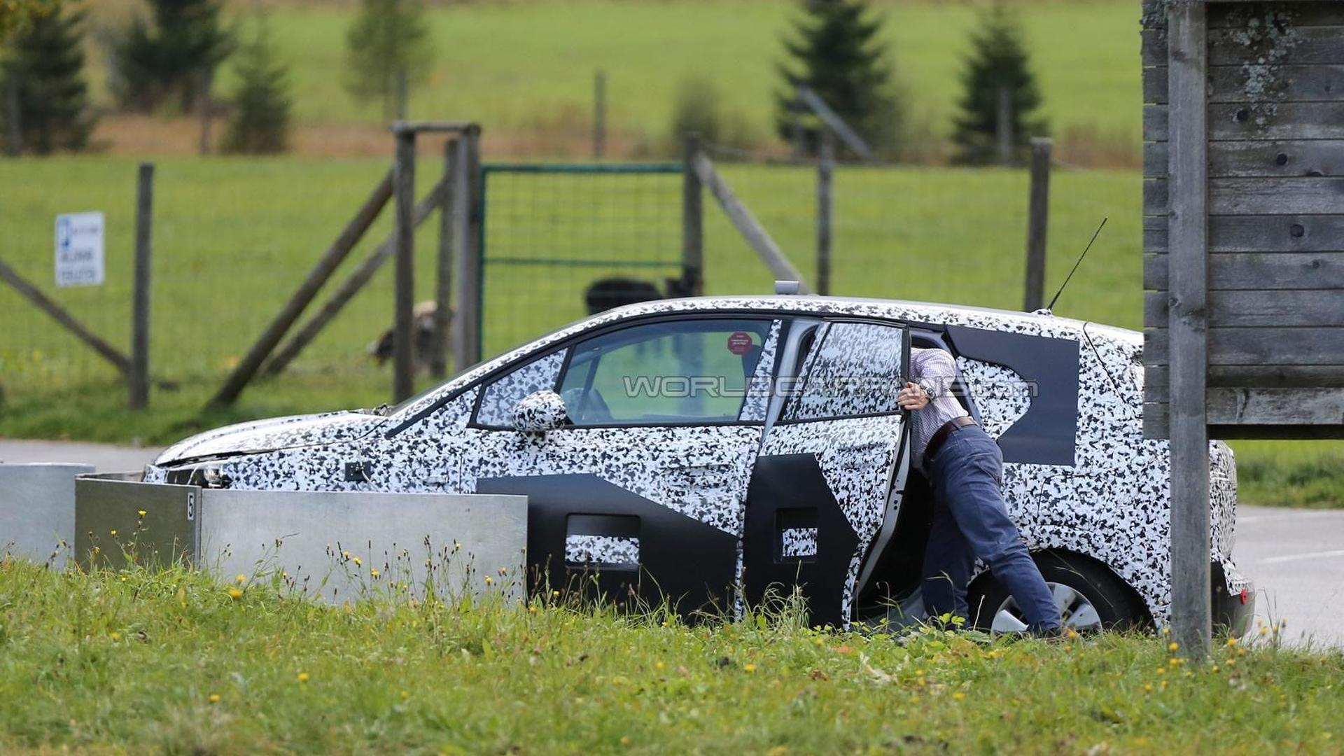 2017 Opel Meriva spied up close with the conventional rear door open (40 pics)