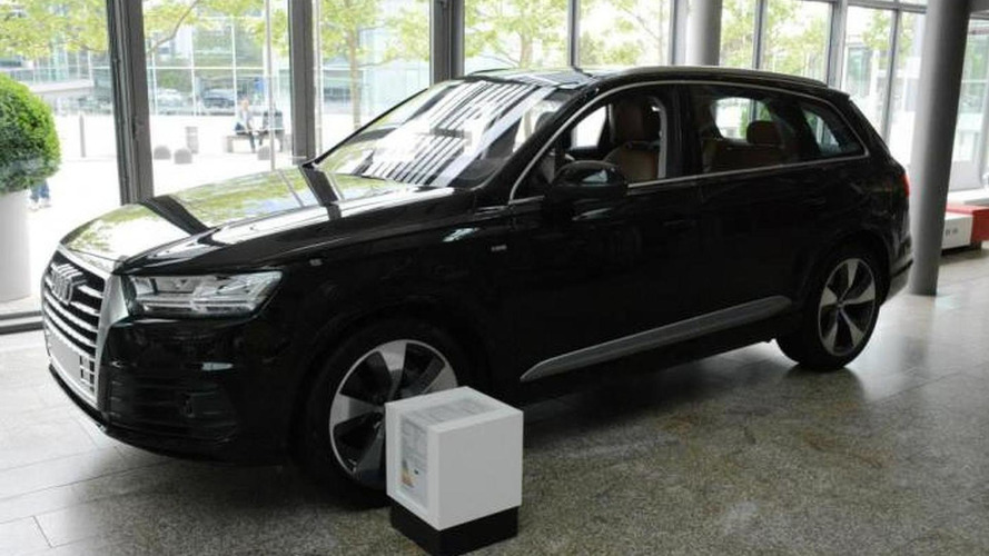 Audi Forum Ingolstadt shows off black Q7 3.0 TDI quattro
