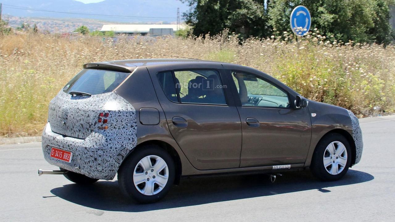 2016 - [Dacia] Sandero & Logan restylées 2017-dacia-sandero-facelift-spy-photo