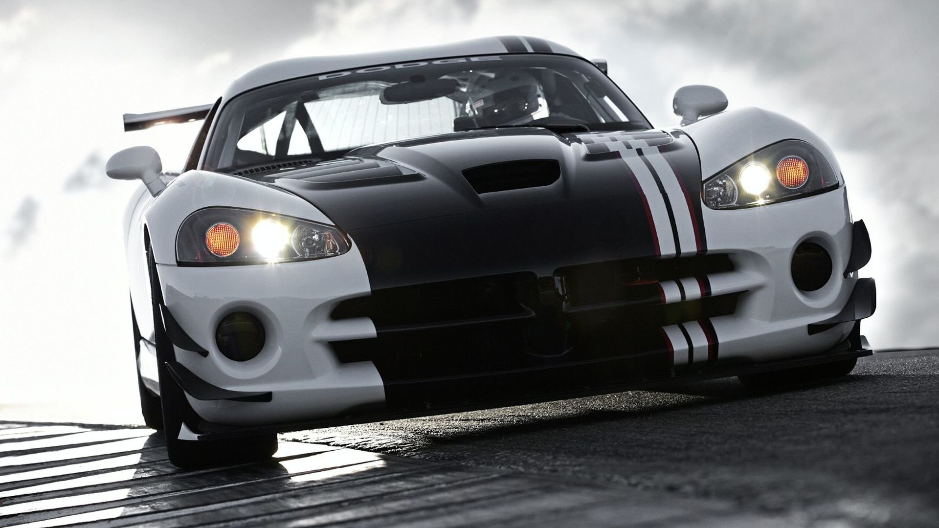 2010 Viper SRT10 ACR-X Revealed [Video]