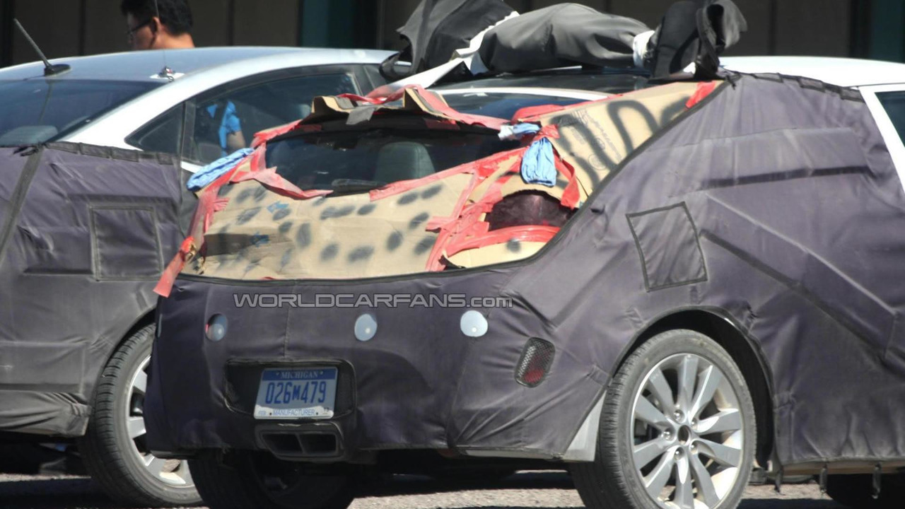 Hyundai Veloster prototype spy photo