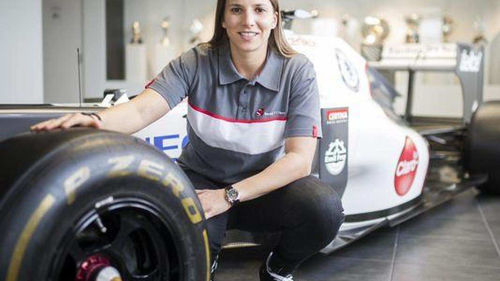 De Silvestro splits with backer, manager