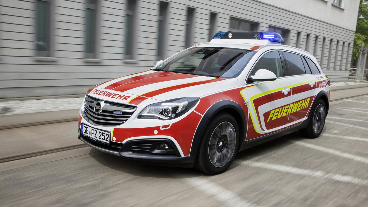 Opel Insignia Country Tourer for RETTmobil 2014