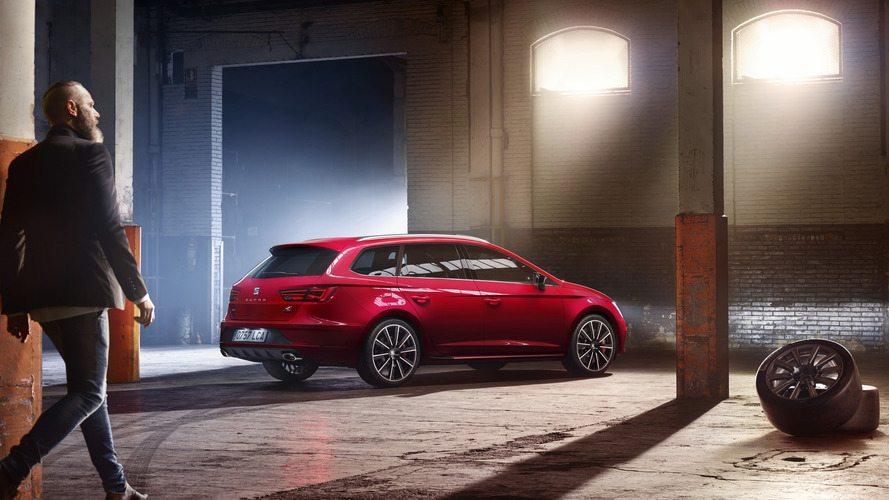 SEAT Leon Cupra facelift arrives with 300 hp and wagon-only AWD