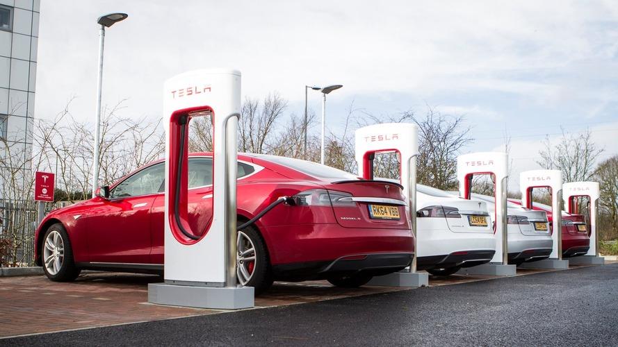 Tesla posts surprise profit for Q3