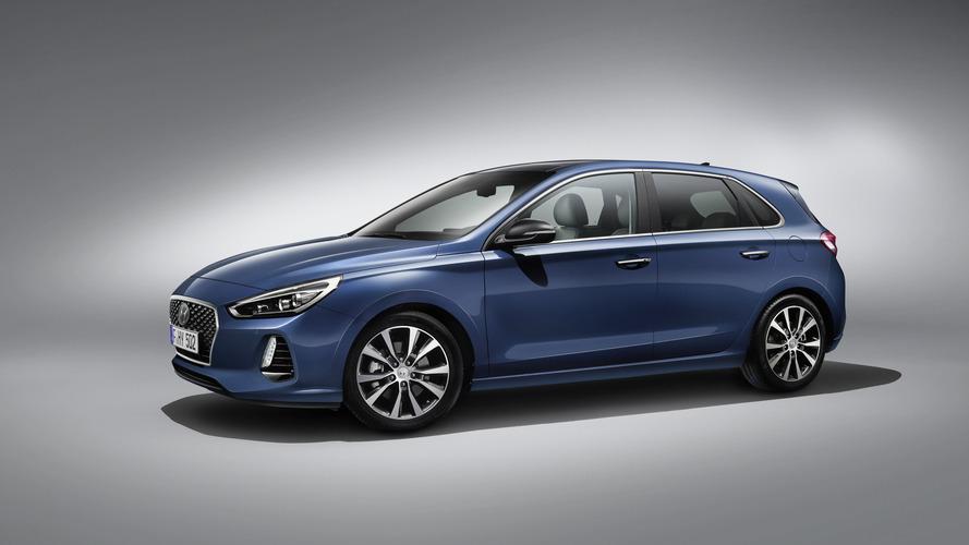 Hyundai i30 four-door coupe teased?