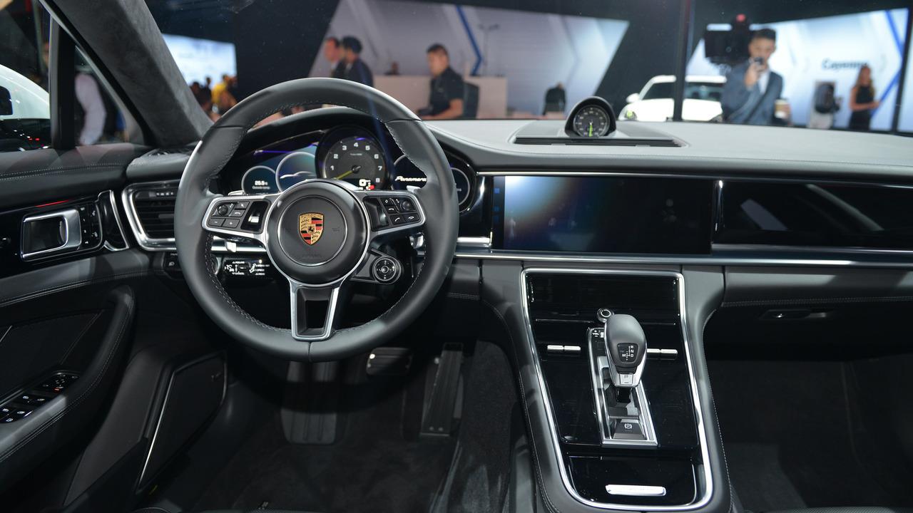 2017 Porsche Panamera 4 E-Hybrid Executive: LA 2016