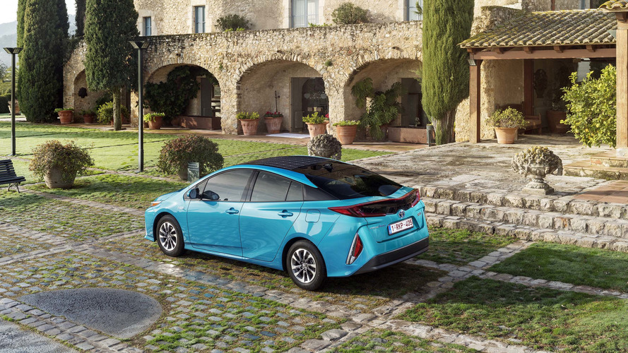 toyota d voile les tarifs de la nouvelle prius rechargeable. Black Bedroom Furniture Sets. Home Design Ideas