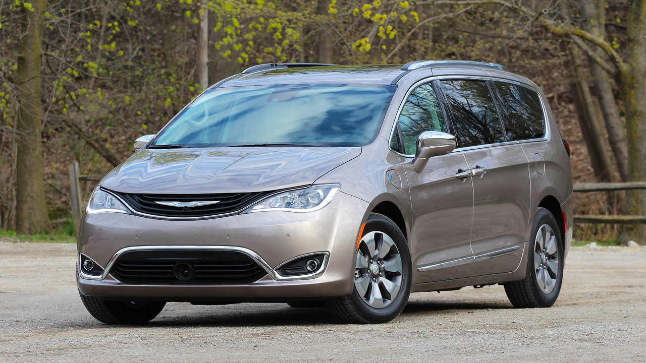 2017 chrysler pacifica hybrid review photo. Black Bedroom Furniture Sets. Home Design Ideas