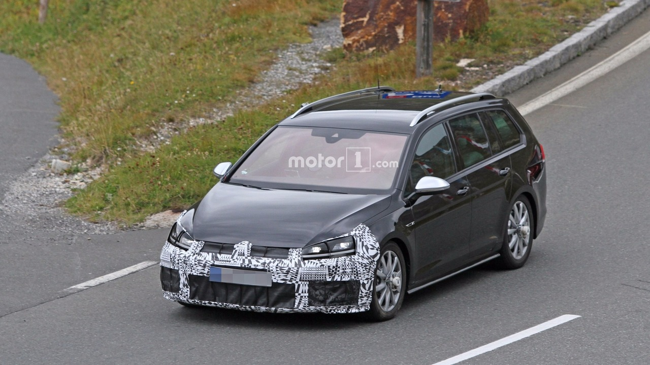 2017 VW Golf R facelift spy photo