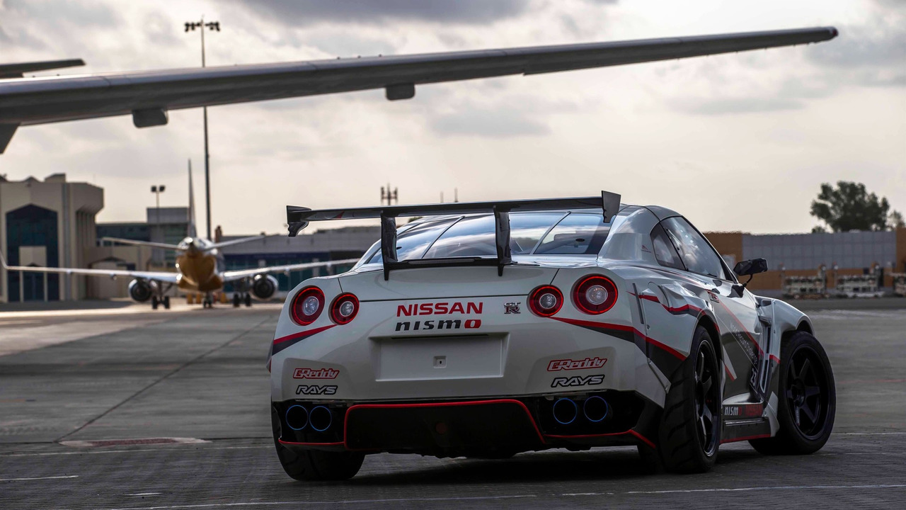 2016 Nissan GT-R Nismo breaks the Guinness World Records title for fastest drift