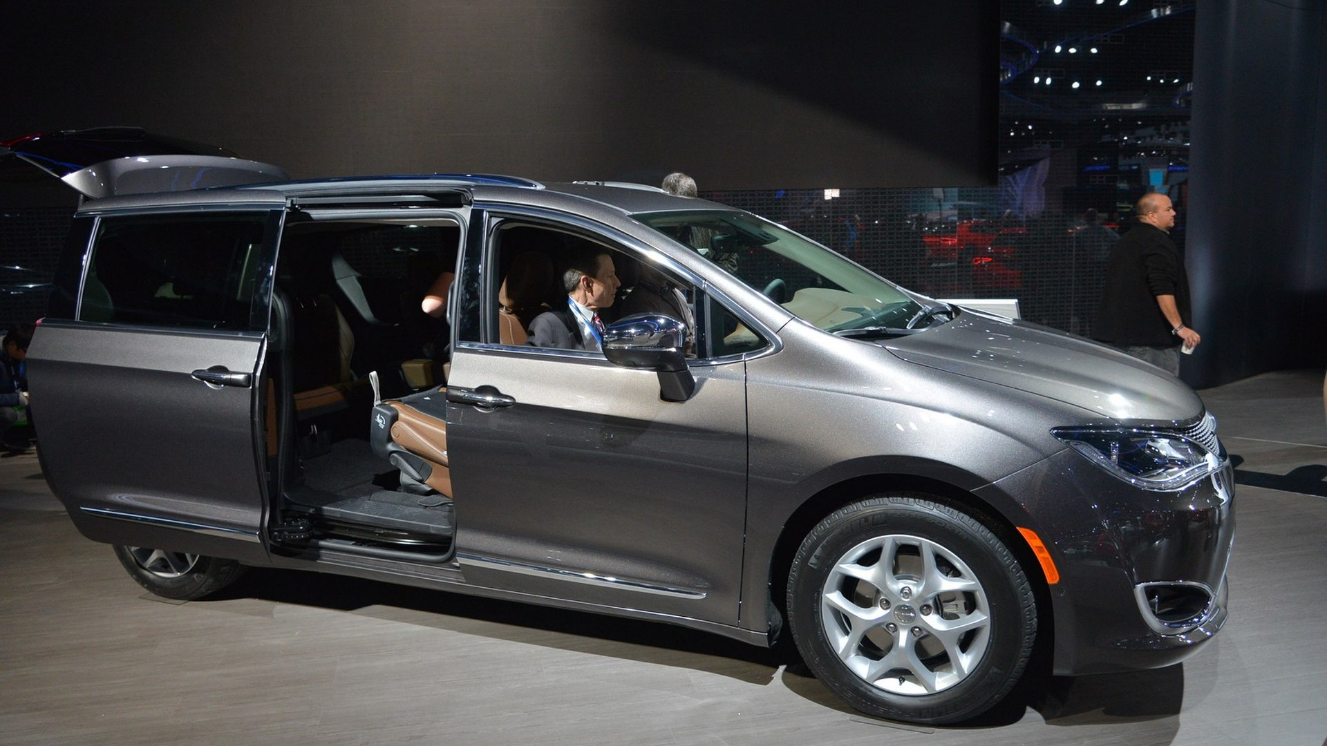 Chrysler Town And Country 2017 >> Chrysler Retires Town Country To Make Room For 2017 Pacifica