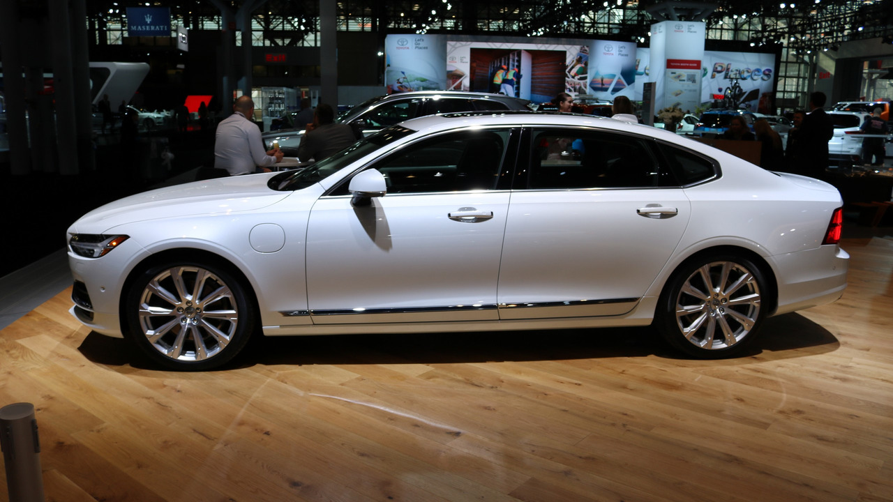 2018 volvo s90 at 2017 new york auto show photo. Black Bedroom Furniture Sets. Home Design Ideas