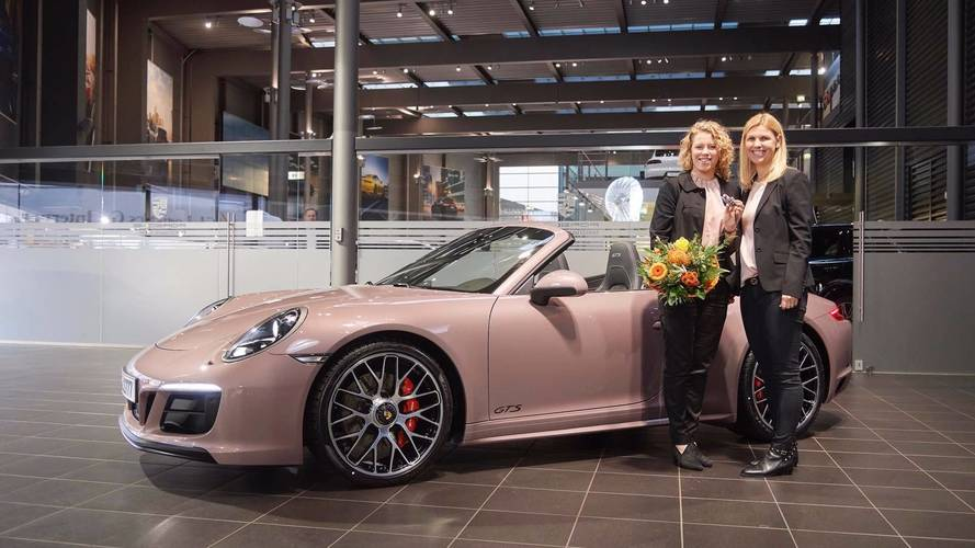 Porsche 911 GTS Cabrio In Frozen Berry Metallic Looks Delicious