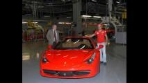 VÍDEO: Felipe Massa está de volta à Maranello e conhece a nova Ferrari 458 Italia