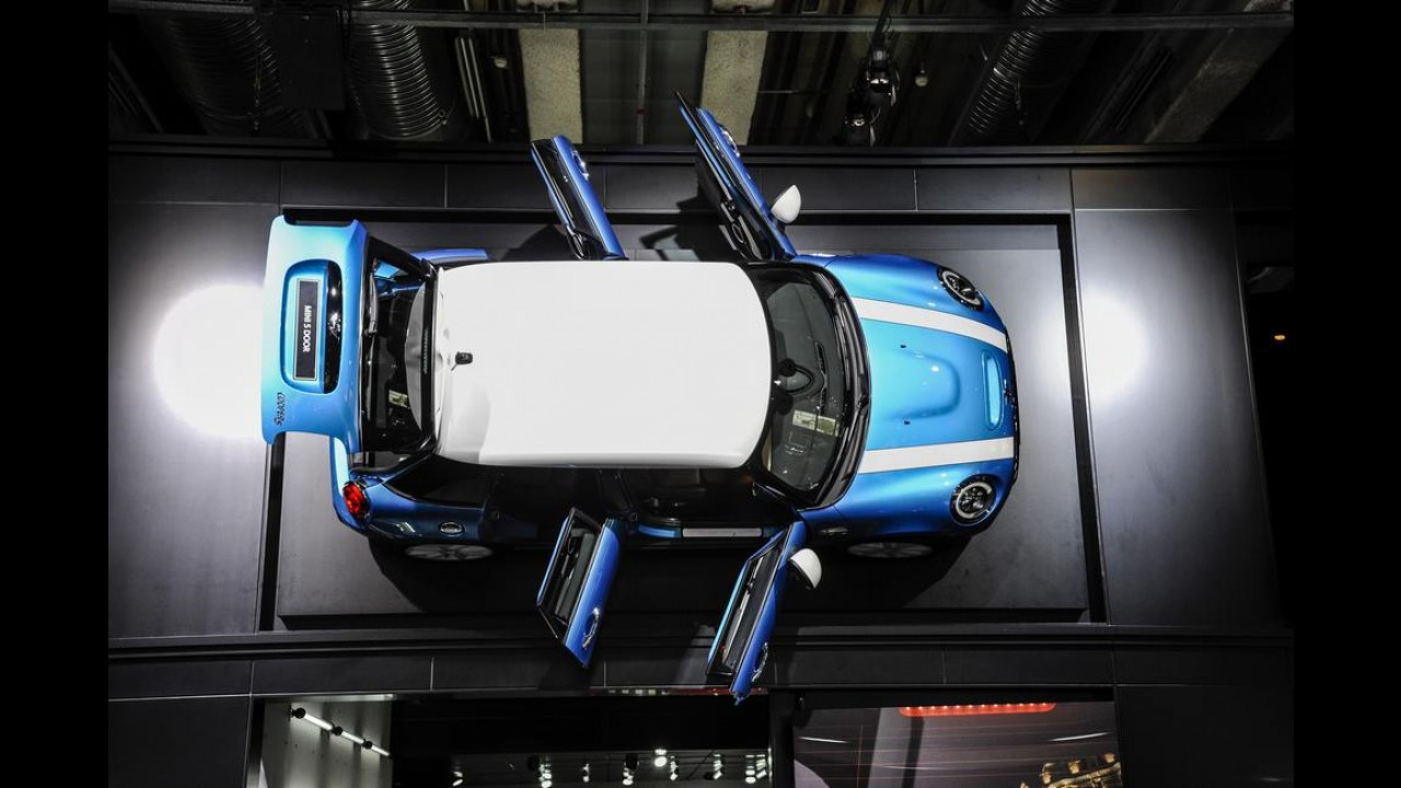MINI Cooper cinco portas adiciona praticidade ao desenho clássico - veja fotos