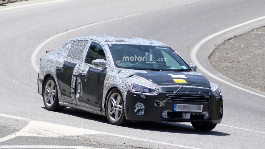 Yeni Ford Focus Sedan geniş gövdesini saklıyor