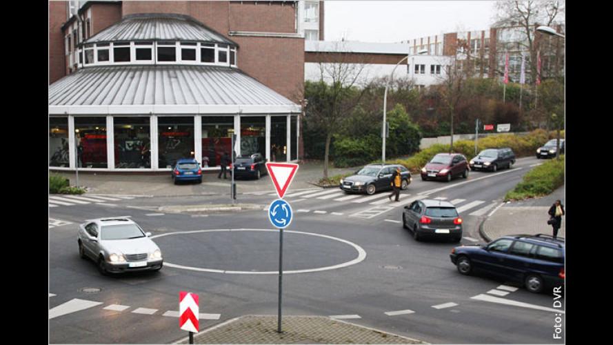 Im Kreisverkehr: Blinken oder nicht blinken?