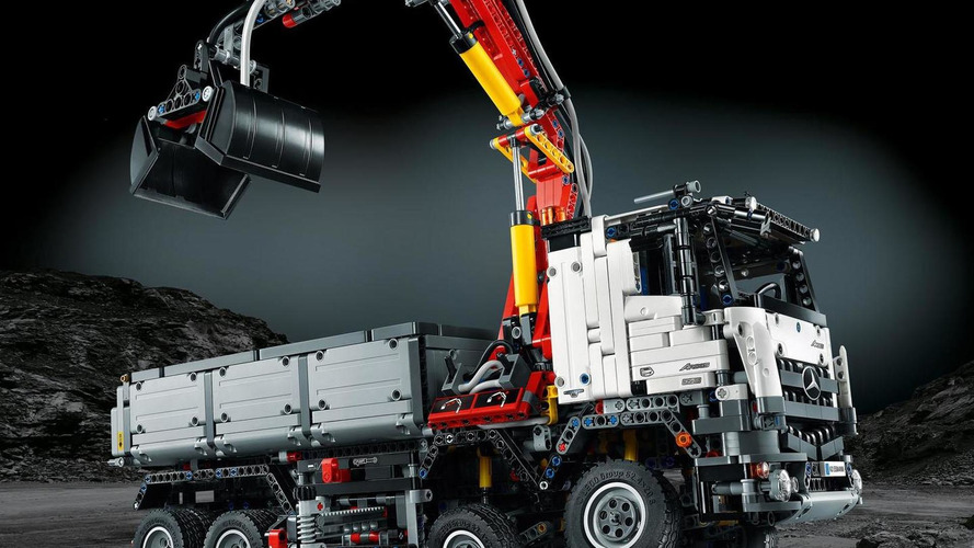 Lego introduces their Mercedes Arocs 3245