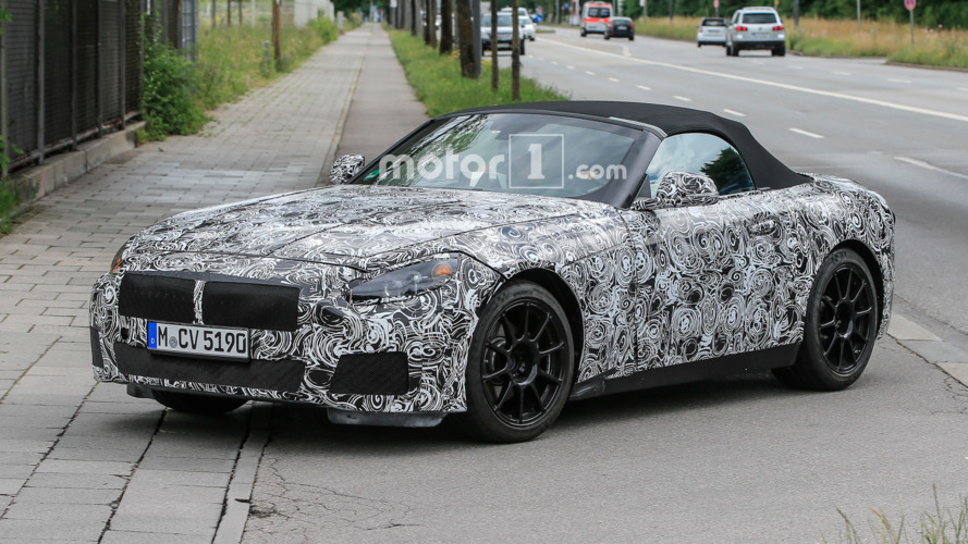BMW Z5 hits the street wearing lots of camo