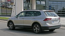 2017 Volkswagen Tiguan LWB spy photo