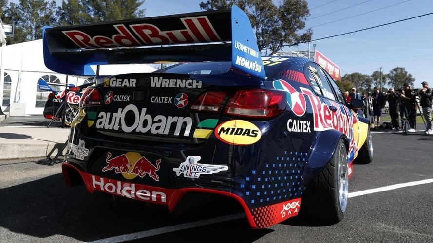 Holden Commodore V8 Supercar Red Bull Drift Otomobili