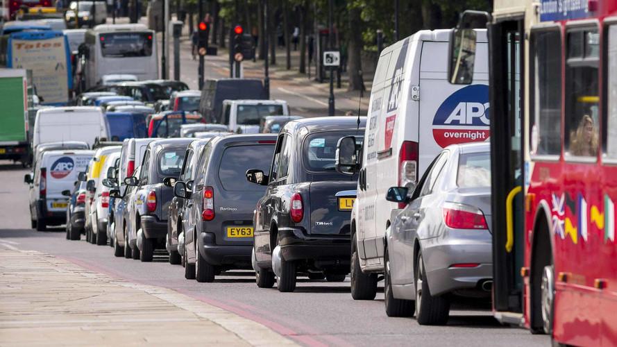 Carros pré-2006 agora pagam mais caro para rodar em Londres