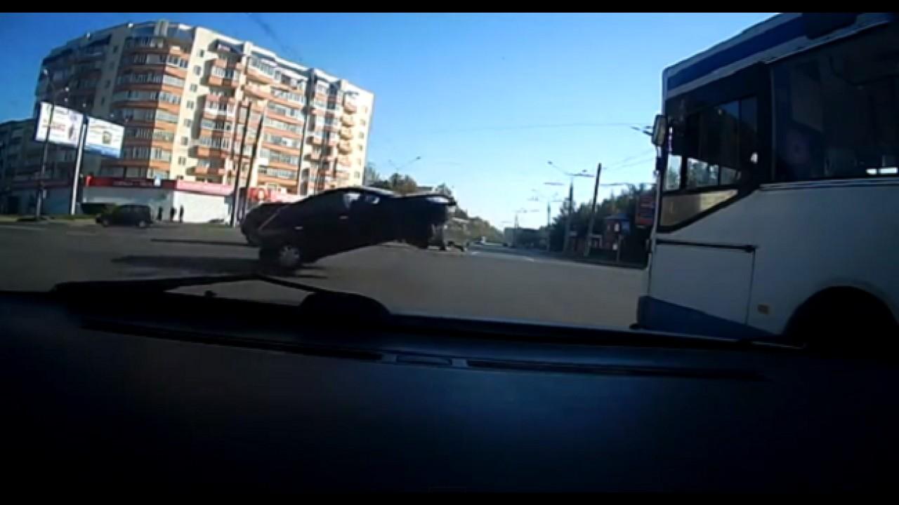 VÍDEO: No meio do caminho havia um fio...