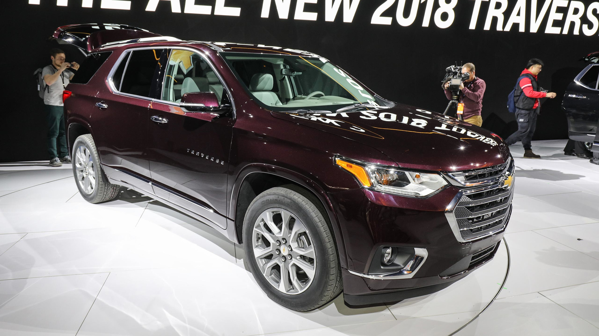 Used Chevy Traverse >> 2018 Chevy Traverse grows from midsize to fullsize